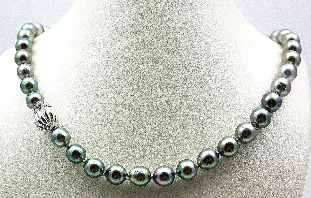 l'ultimo 2baf9 85033 Damiani. Collana di perle australiane nere. Chiusura in oro bianco e  brillanti.